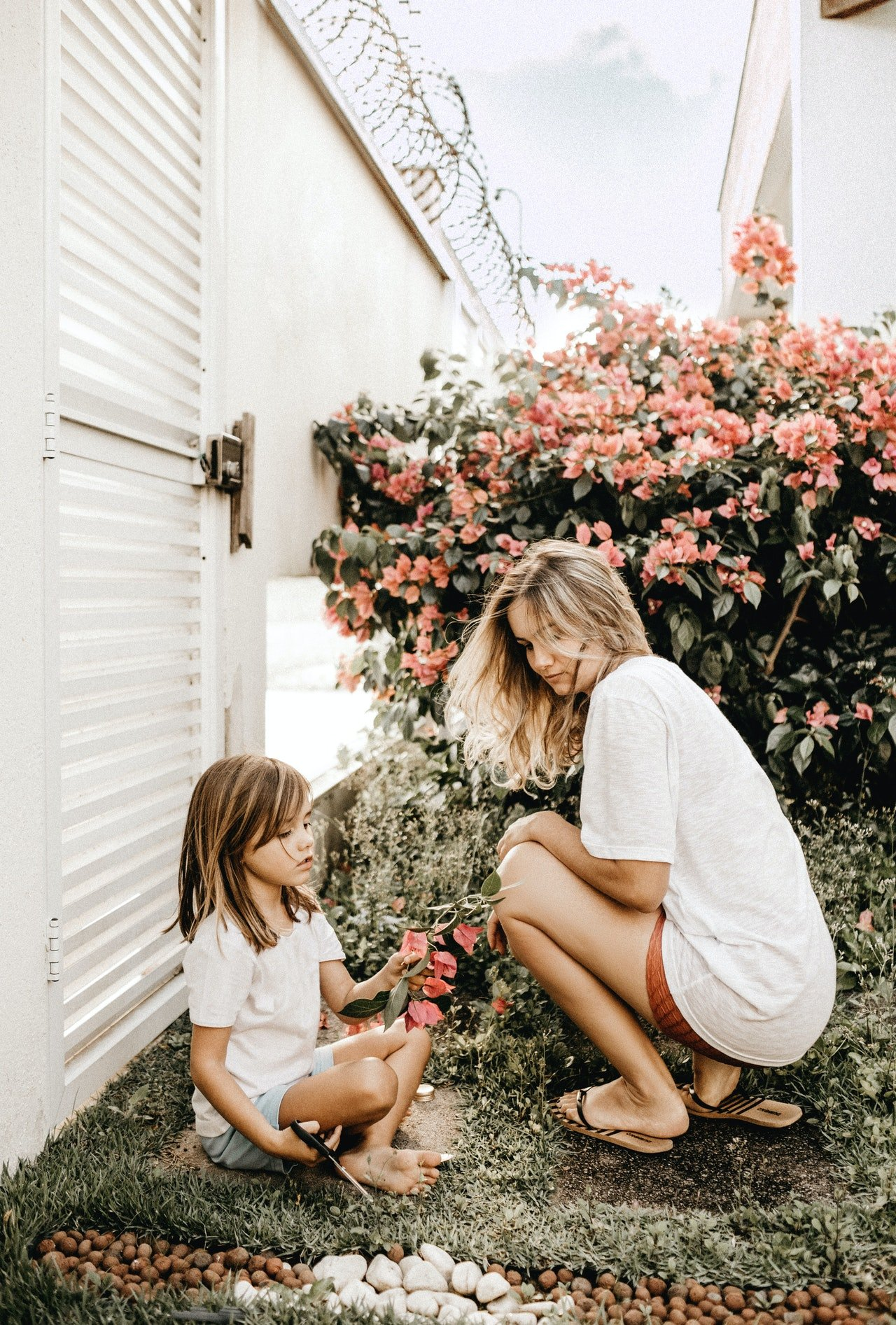 Woman and her daughter spending time together | Photo: Pexels