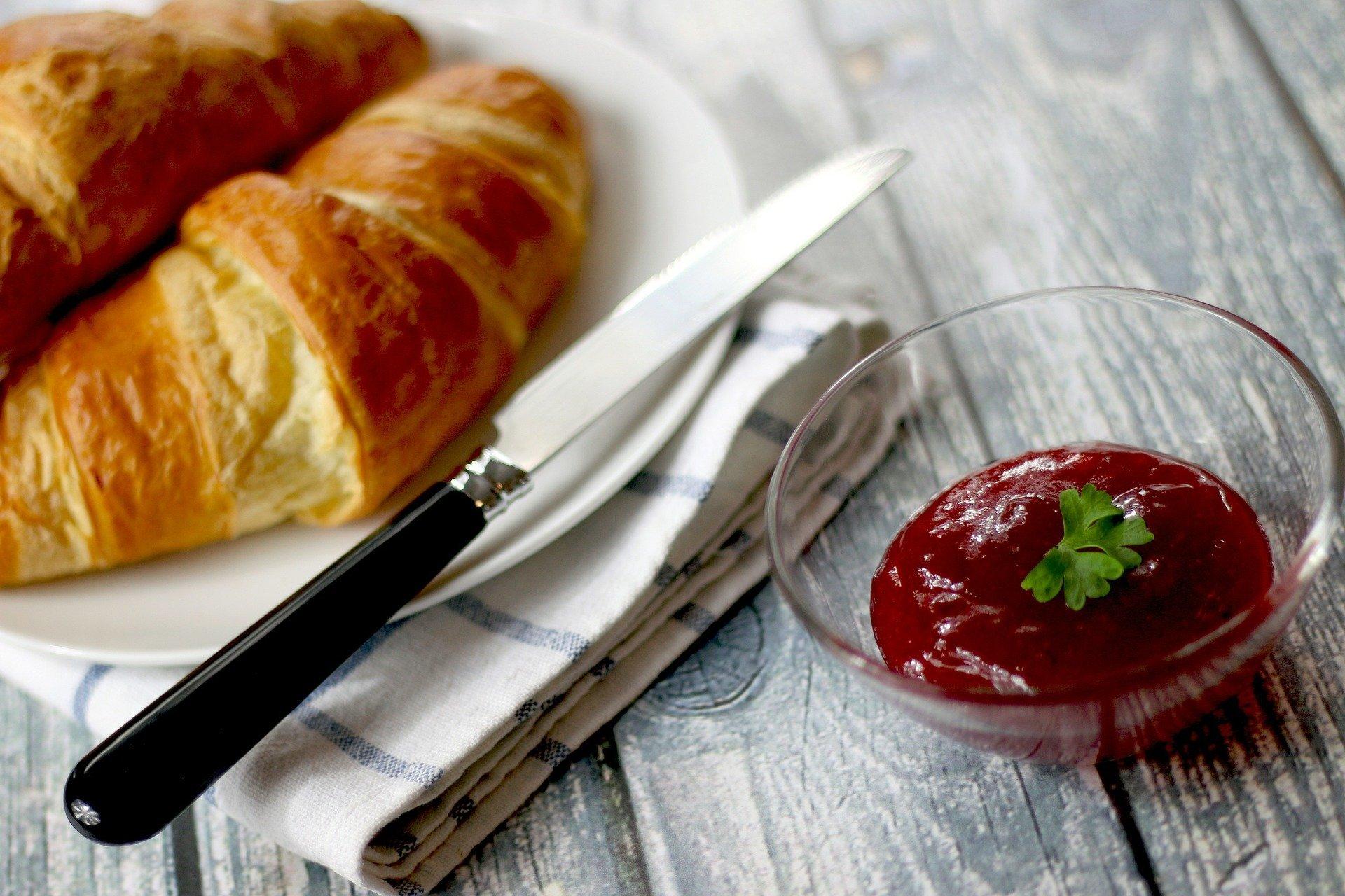 Croissants, gelée, petit déjeuner. | Photo: Pixabay