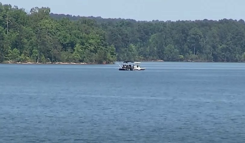 Search and rescue teams looking for the bodies of Edwark Kirk and Eynn Wilson at Clarks Hill Lake in Georgia | Photo: Fox 54