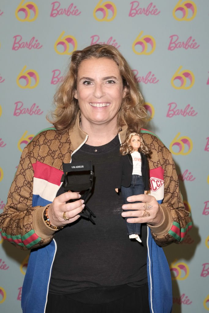 "La réalisatrice Lisa Azuelos assiste à ""Elle Power Girl Barbie"" à La Cité des Sciences le 16 mars 2019 à Paris, France. 