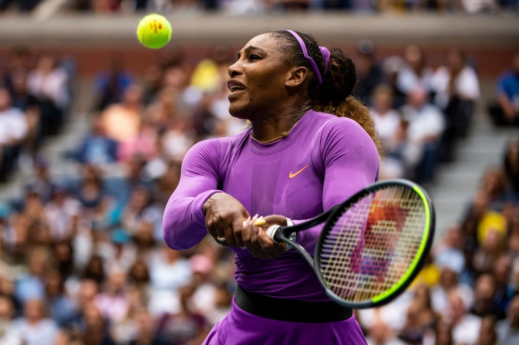 Serena Williams of the United States hits a forehand against Bianca Andreescu of Canada at Arthur Ashe Stadium at the USTA Billie Jean King National Tennis Center | Photo: Getty Images