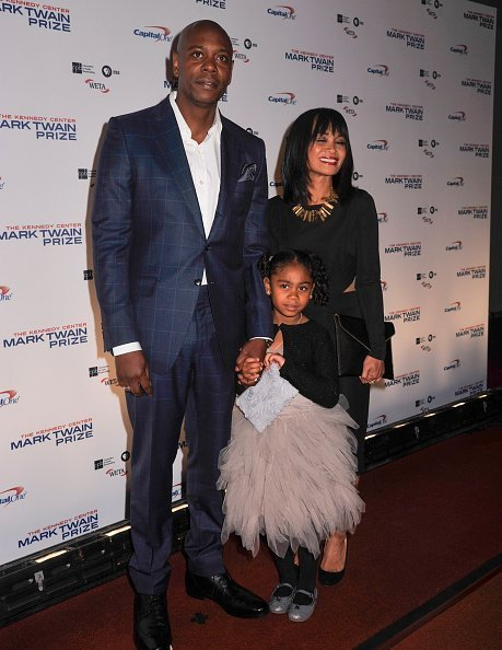 Dave Chappelle with wife Elaine Chappelle and daughter Sonal Chappelle at The John F. Kennedy Center on October 18, 2015 | Photo: Getty Images