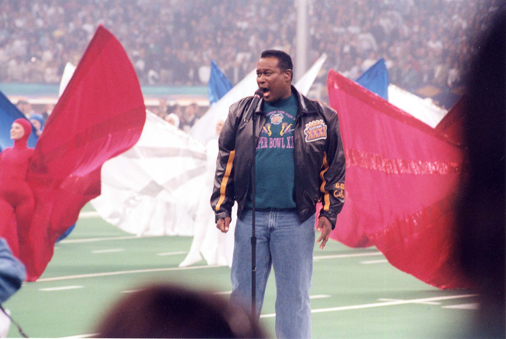 Luther Vandross at the 1997 Super Bowl in New Orleans. | Photo: Getty Images.