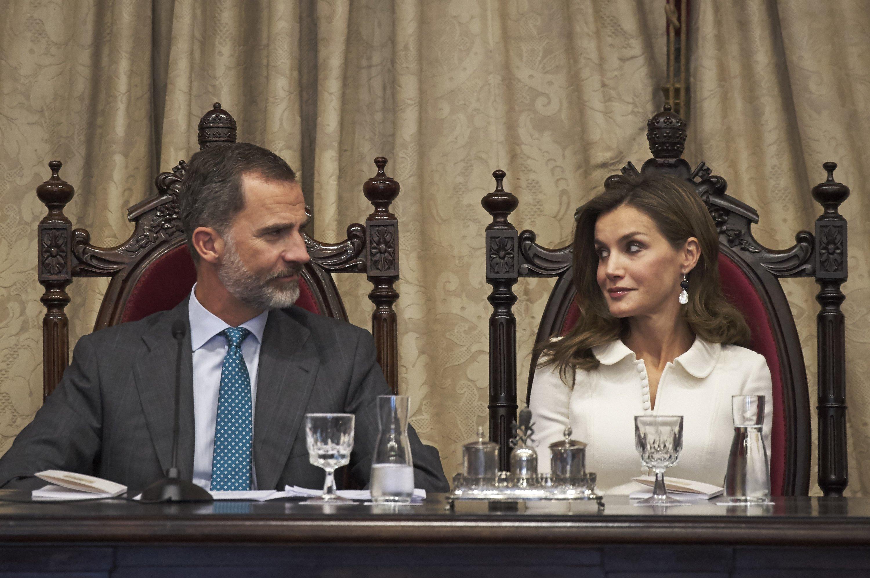 El Rey Felipe VI de España y la Reina Letizia de España asisten a la apertura del año lectivo en la Universidad de Salamanca en 2017 || Fuente: Getty Images