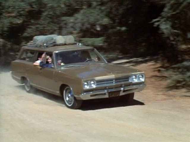 The Brady 1969 Plymouth wagon. Image Source: CBS. YouTube/Movieclips