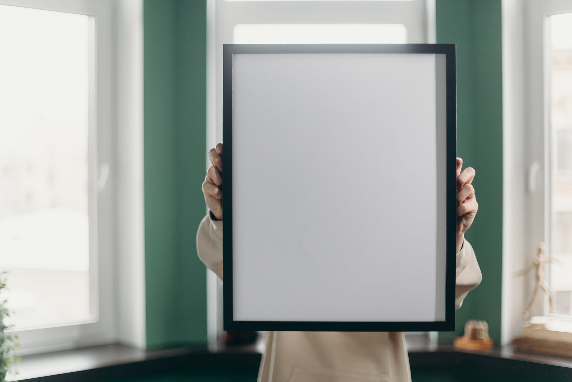 I found her in my room touching my mother's portrait. | Source: Pexels