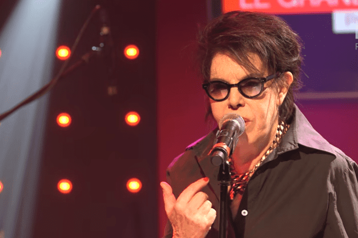 "Dani qui chante ""Comme un boomerang"". 