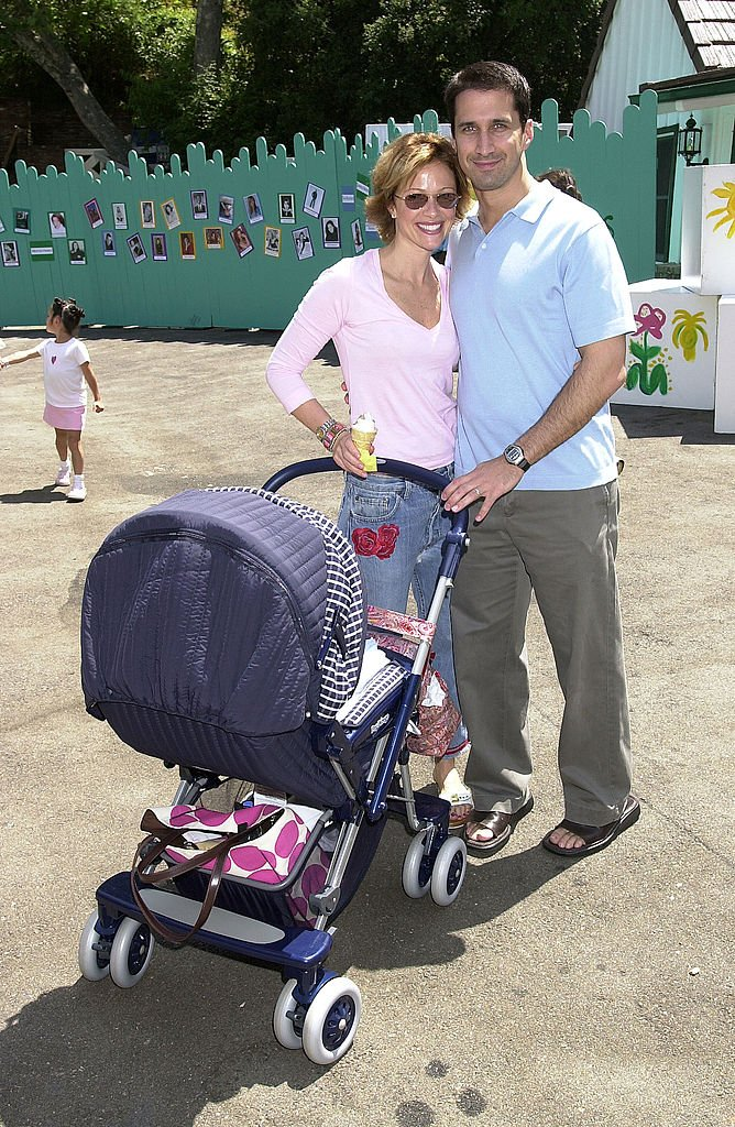 Lauren Holly & husband Francis Greco & baby in Brentwood, California   Photo: Getty Images