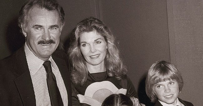 Jean Hale and Dabney Coleman with their son Randy Coleman at the Avon Tennis Tournament VIP Reception in LA, 2000   Photo: Getty Images