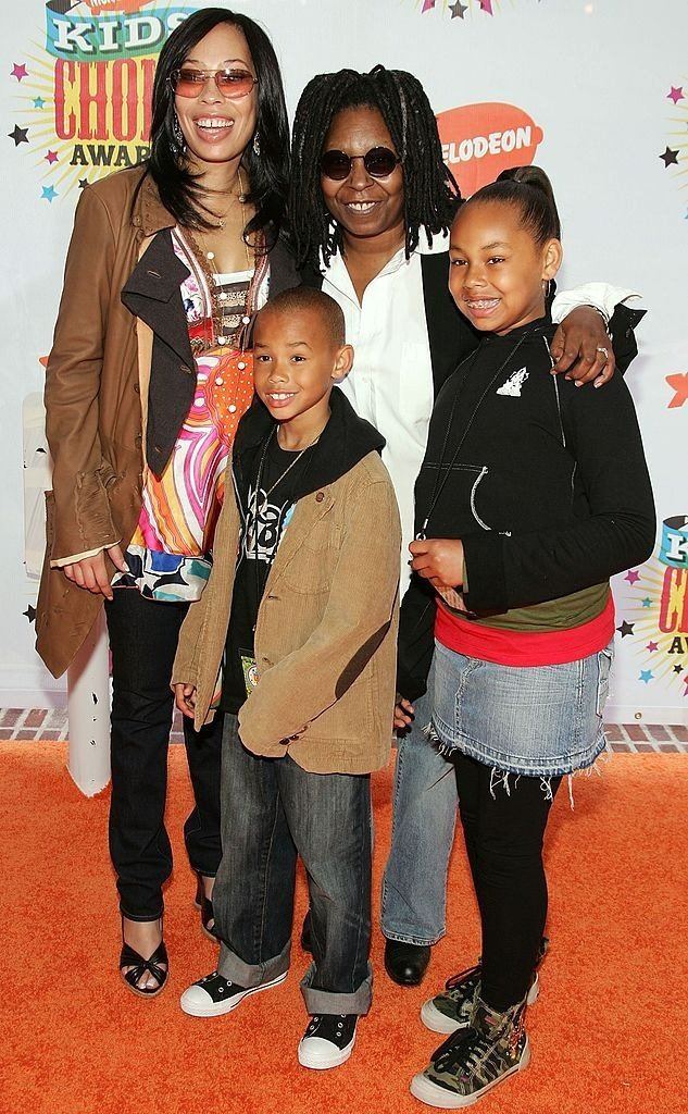 Whoopi Goldberg with daughter and grandkids during Nickelodeon's 19th Annual Kids' Choice Awards | Photo: Getty Images