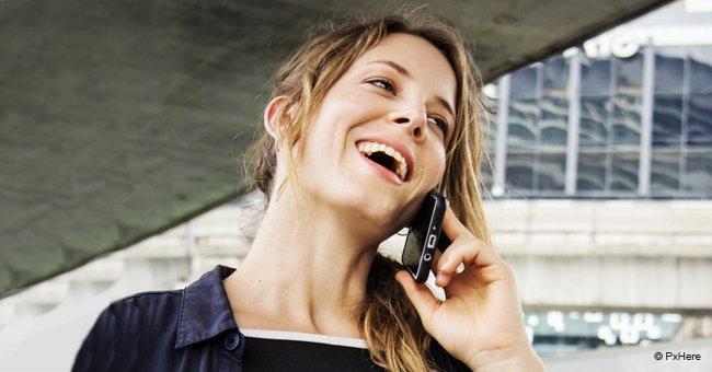 Frau denkt während eines Telefongesprächs, dass sie den perfekten Ehemann hat