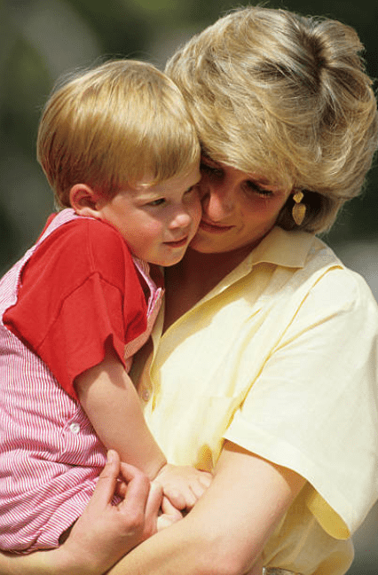 During a family holiday Princess Diana holds Prince Harry in her arms as he rests his head on her cheek, in Majorca, Spain on August 10, 1987 | Source: Georges De Keerle/Getty Images