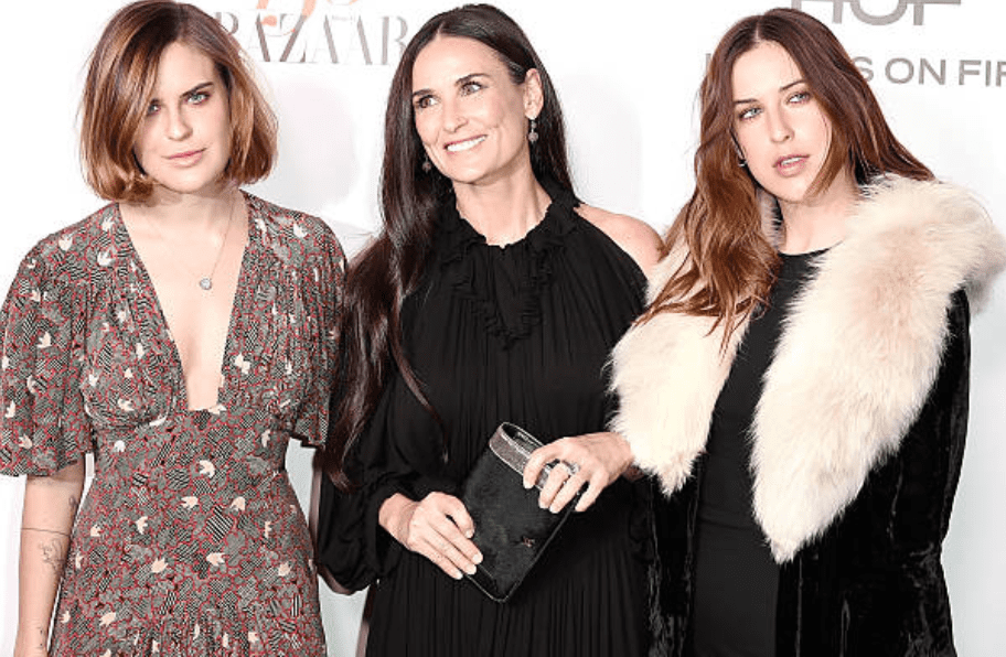 Tallulah Willis, Demi Moore and Scout Willis arrive at the Harper's Bazaar Celebrates 150 Most Fashionable Women on January 27, 2017, in West Hollywood, California | Source: David Crotty/Patrick McMullan via Getty Images