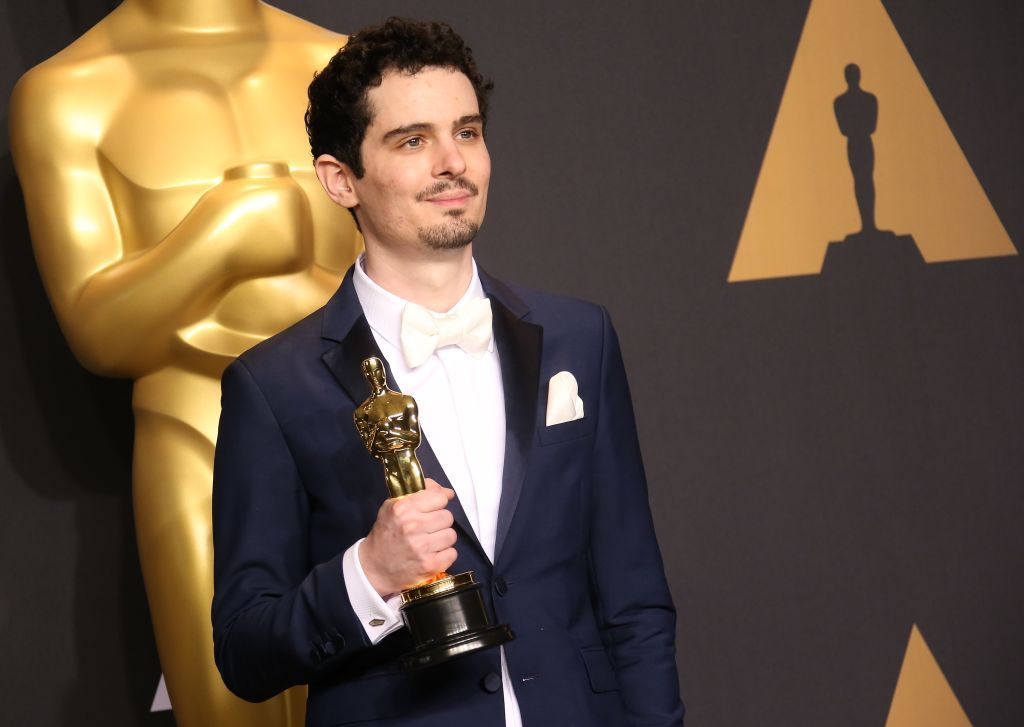 Damien Chazelle poses with an Oscar Award at the 89th Annual Academy Awards on February 26, 2017, in Hollywood, California   Photo: Dan MacMedan/Getty Images