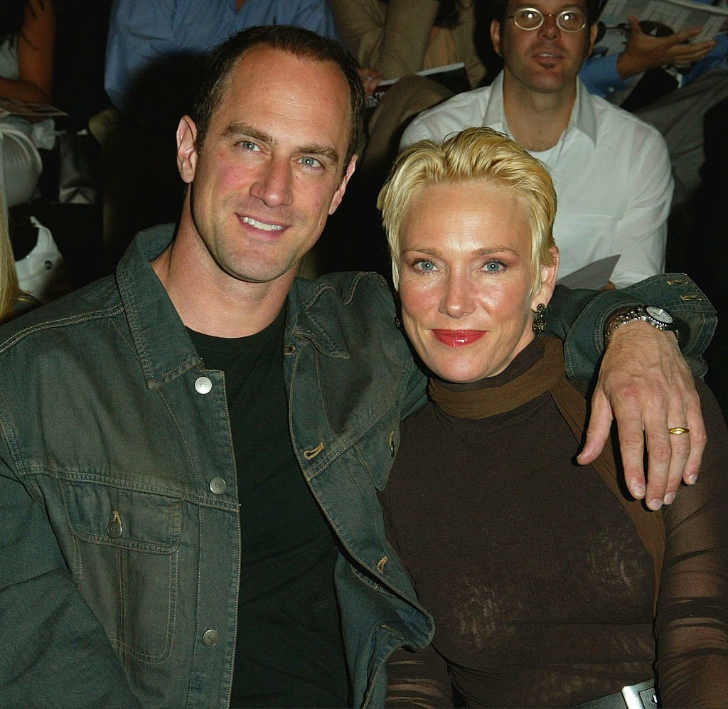 Chris Meloni and wife Sherman Williams attend the Kenneth Cole Spring/ Summer 2003 Collection Show in New York City on September 18, 2002 | Photo: Getty Images