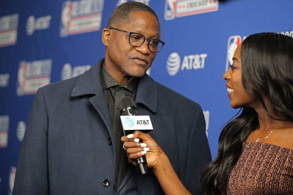 Dominique Wilkins talks with Chiney Ogwumike of the Los Angeles Sparks during the 69th NBA All-Star Game on February 16, 2020 | Photo: Getty Image