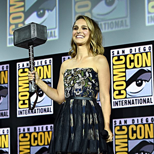 "Natalie Portman de ""Marvel Studios"": ""Thor: Love and Thunder"" en el Marvel Comic-Con International 2019 Marvel Studios Panel en el Hall H el 20 de julio de 2019 en San Diego, California. 