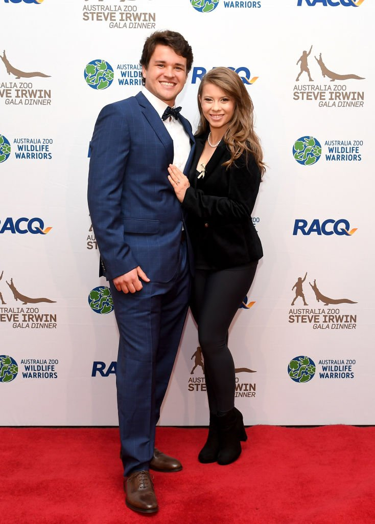 Bindi Irwin poses for a photo with fiance Chandler Powell at the annual Steve Irwin Gala Dinner at Brisbane Convention & Exhibition Centre on November 09, 2019 | Photo: Getty Images