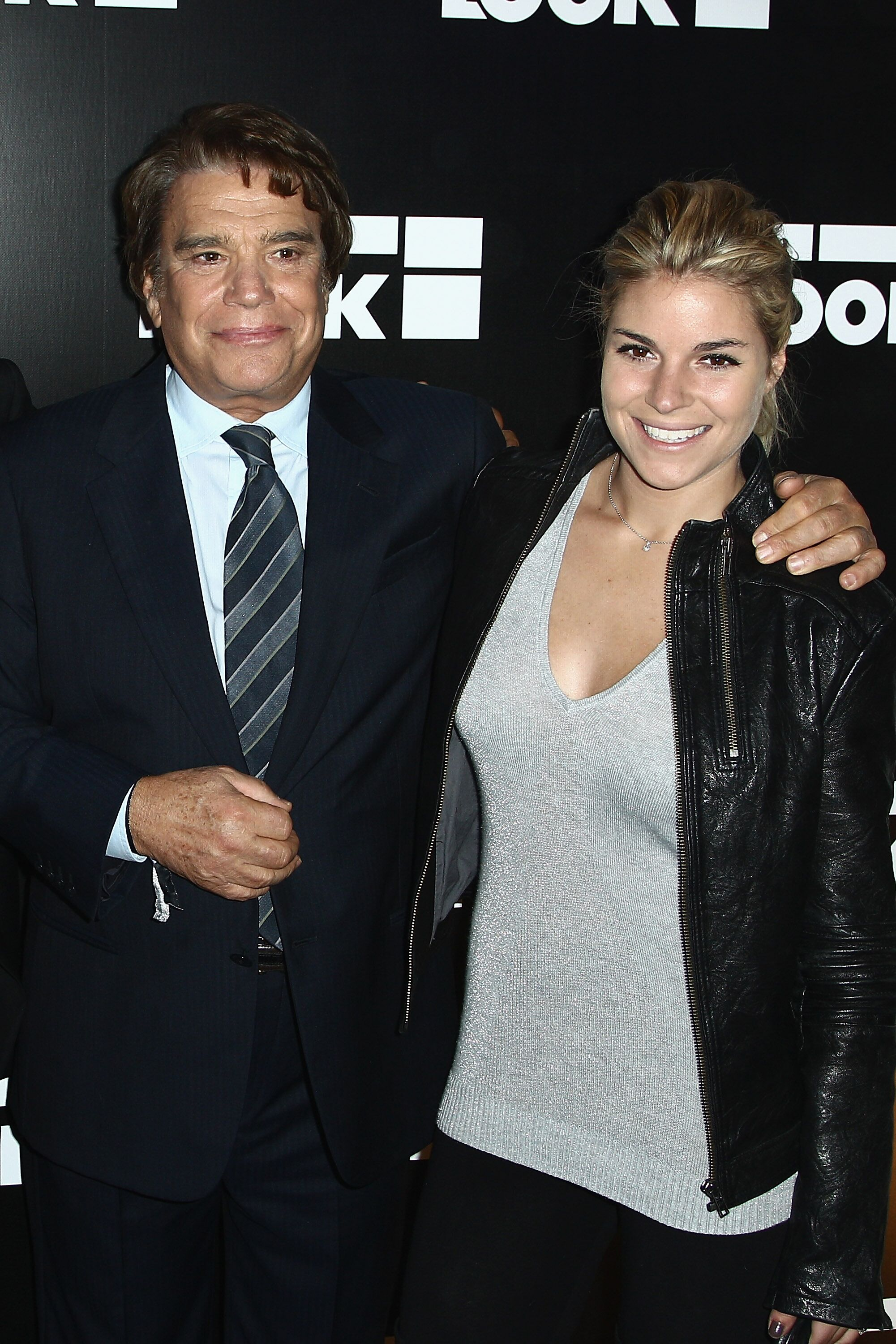 Bernard Tapie et sa fille Sophie assistent à l'ouverture de la boutique Look le 17 octobre 2011 à Paris. | Photo : Getty Images