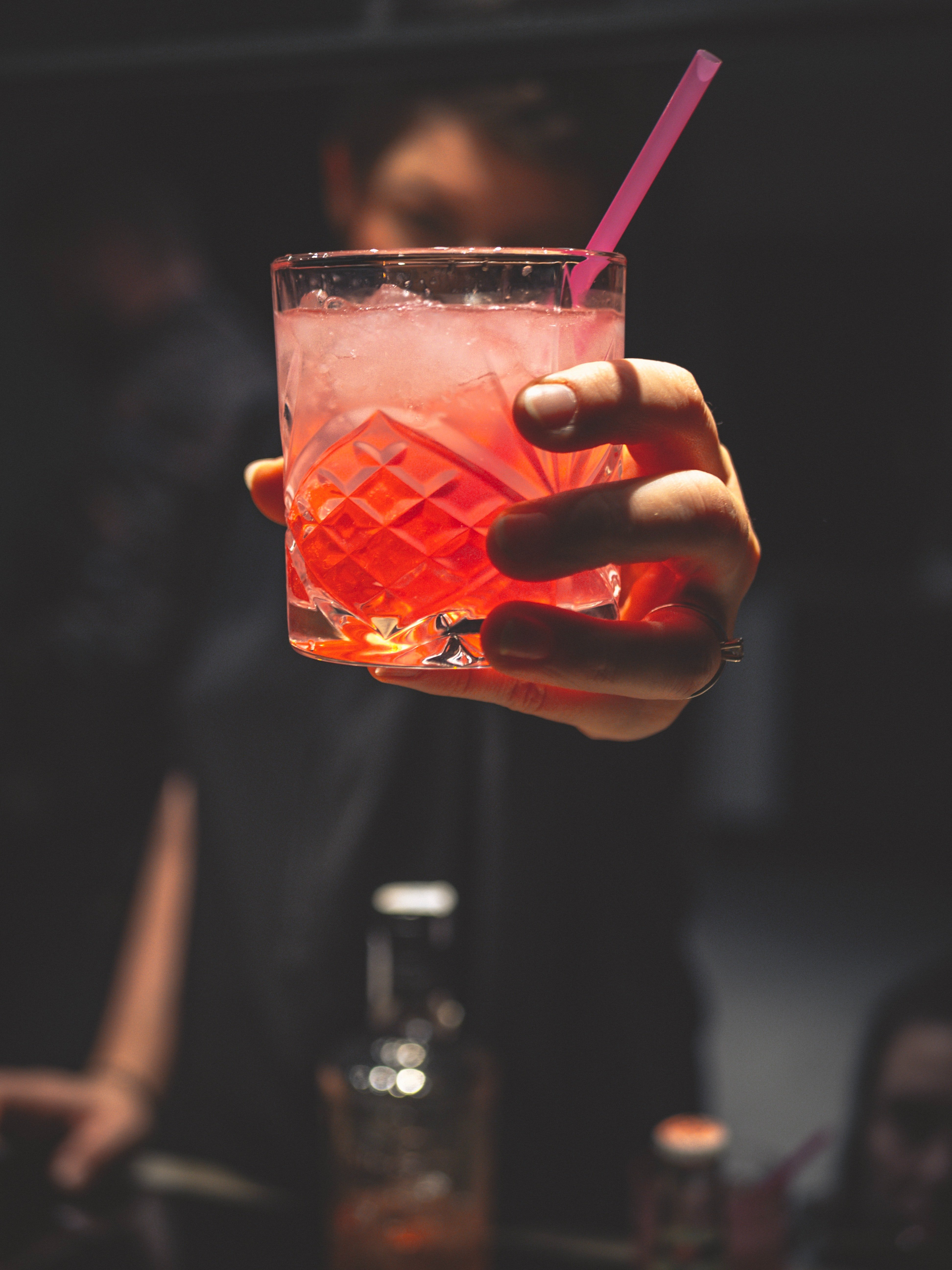 A bartender giving a drink. | Photo: Pexels/ Christian Fridell