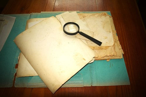 Vintage documents. | Source: Shutterstock.