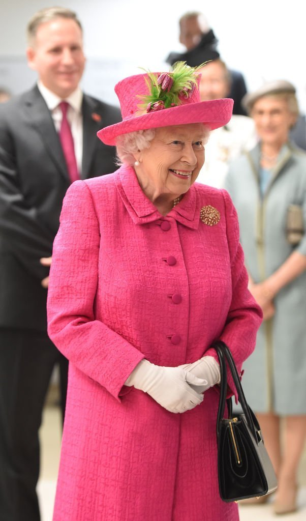 La reine Elizabeth II lors d'une visite à l'hôpital Royal Papworth | Photo : Getty Images