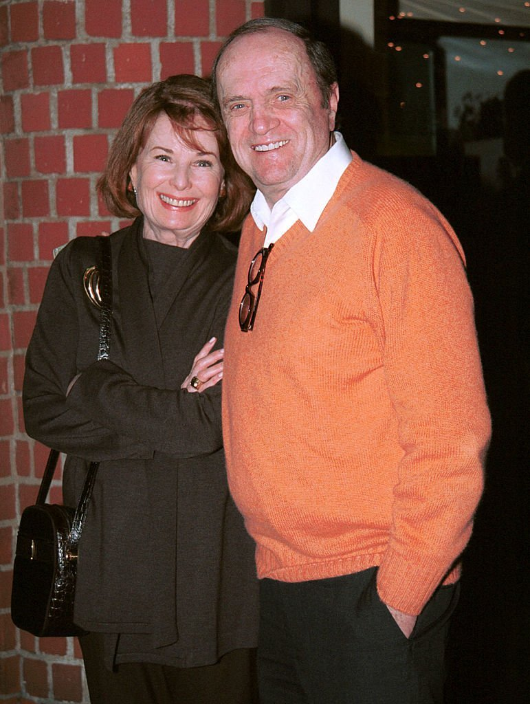 Bob Newhart poses with his wife Ginny outside Mr. Chows restaurant March 26, 2002 | Photo: GettyImages