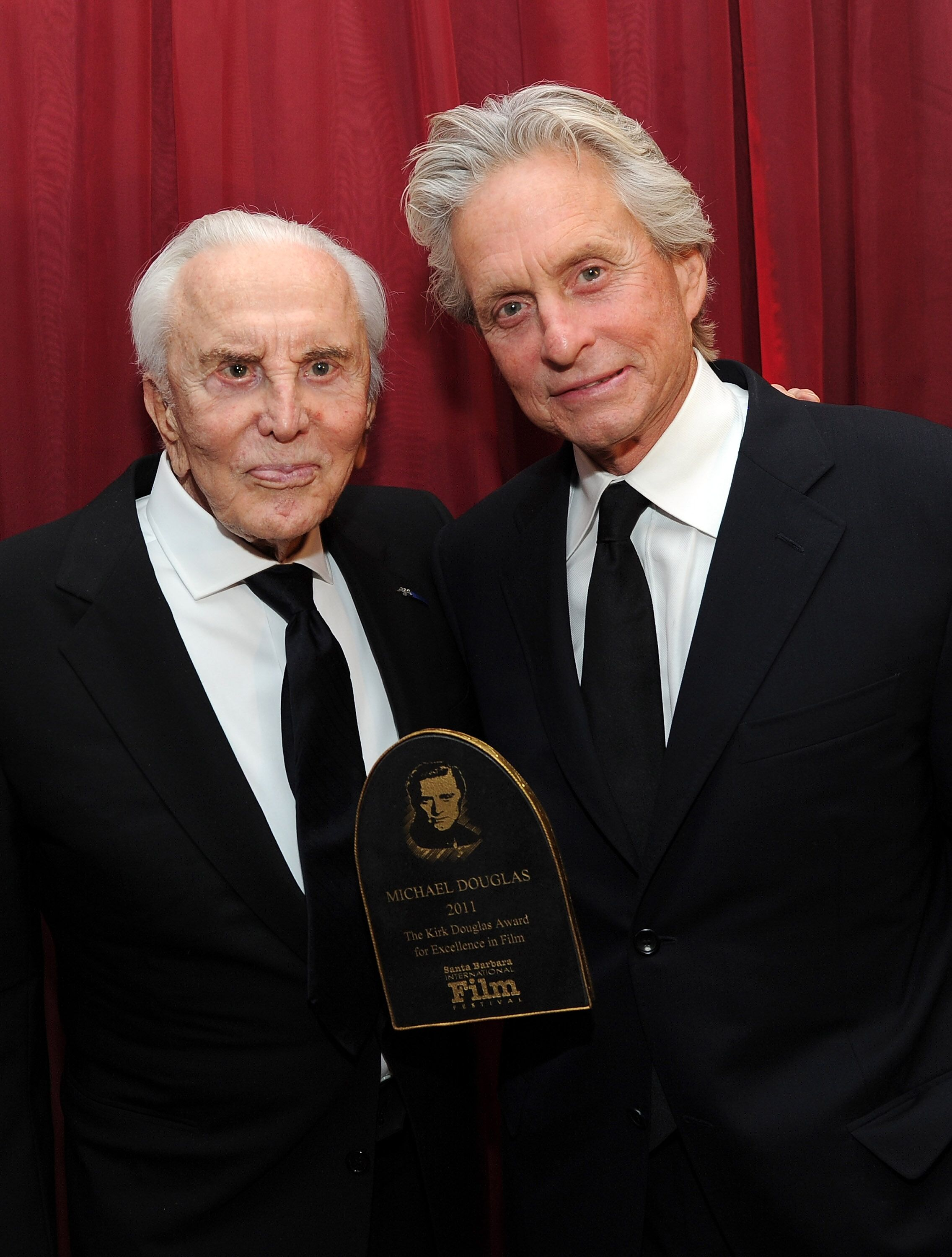 Kirk and Michael Douglas at the 2018 Golden Globe Awards | Source: Getty Images/GlobalImagesUkraine