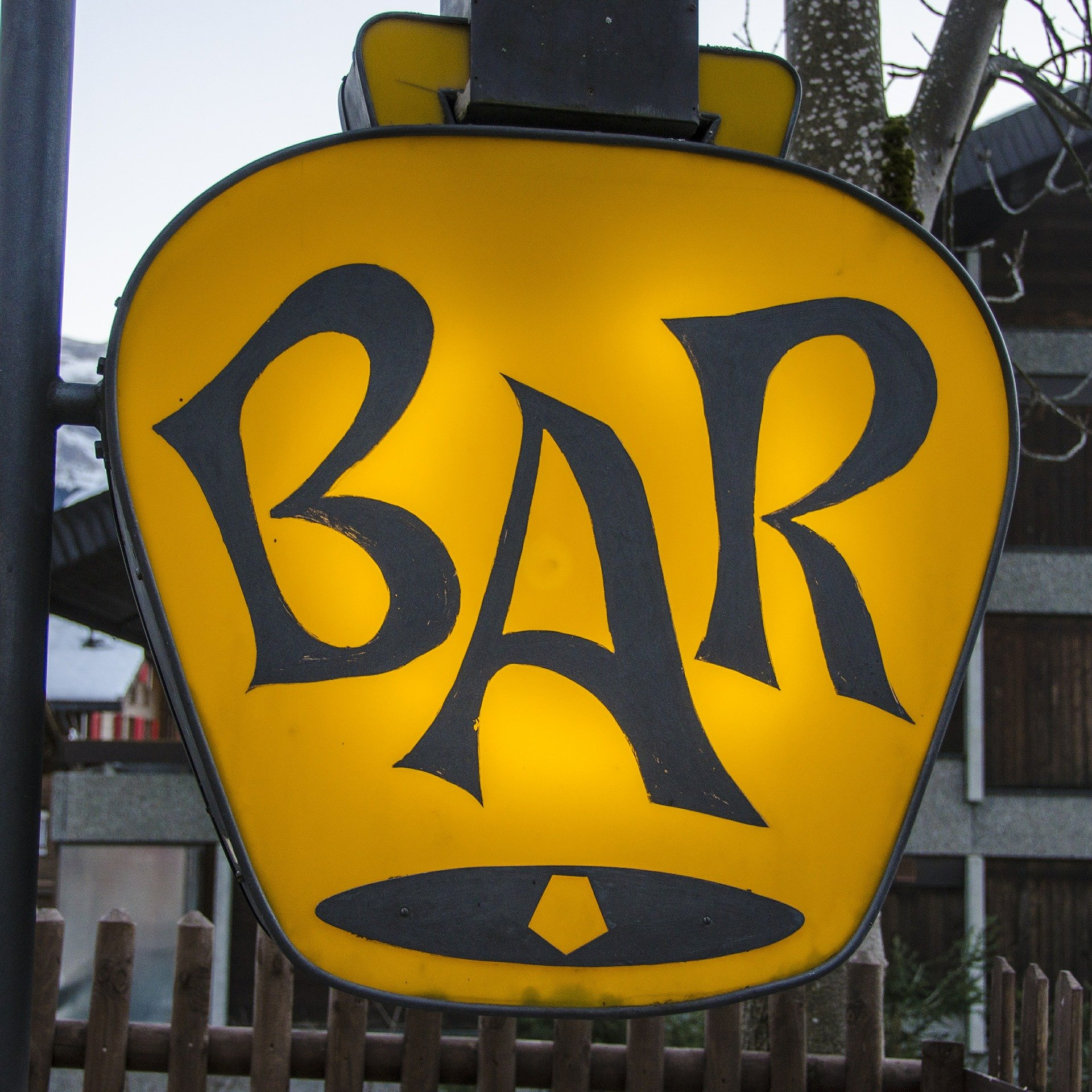 Pictured - A lounge club sign | Source: Pixabay