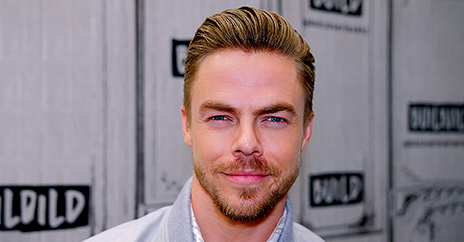 Derek Hough and His Four Beautiful Sisters Sunbathe in a New Family Photo