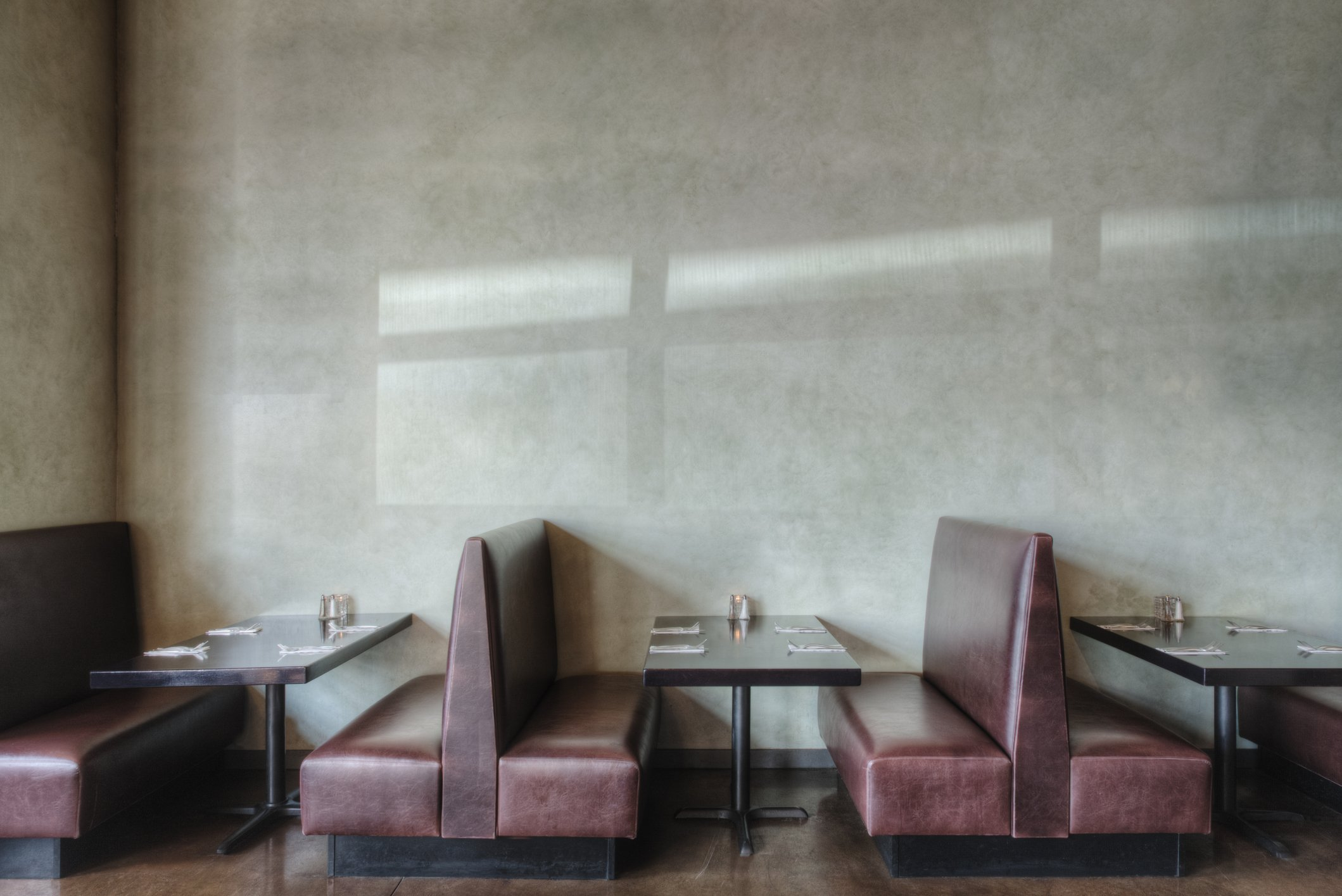 A photo of an empty restaurant. | Photo: Getty Images