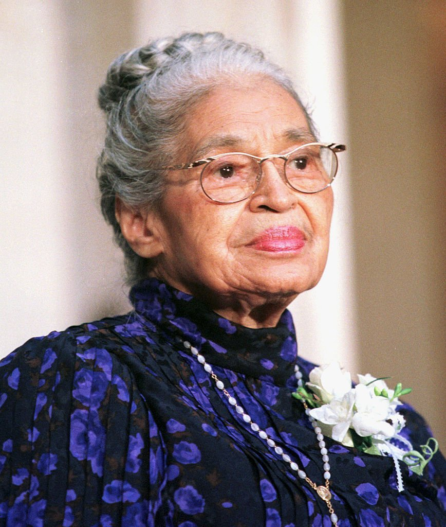 Rosa Parks receives the Congressional Gold Medal in Statuary Hall in the Capitol Building, Washington, DC, on June 14, 1999. | Photo: Getty Images