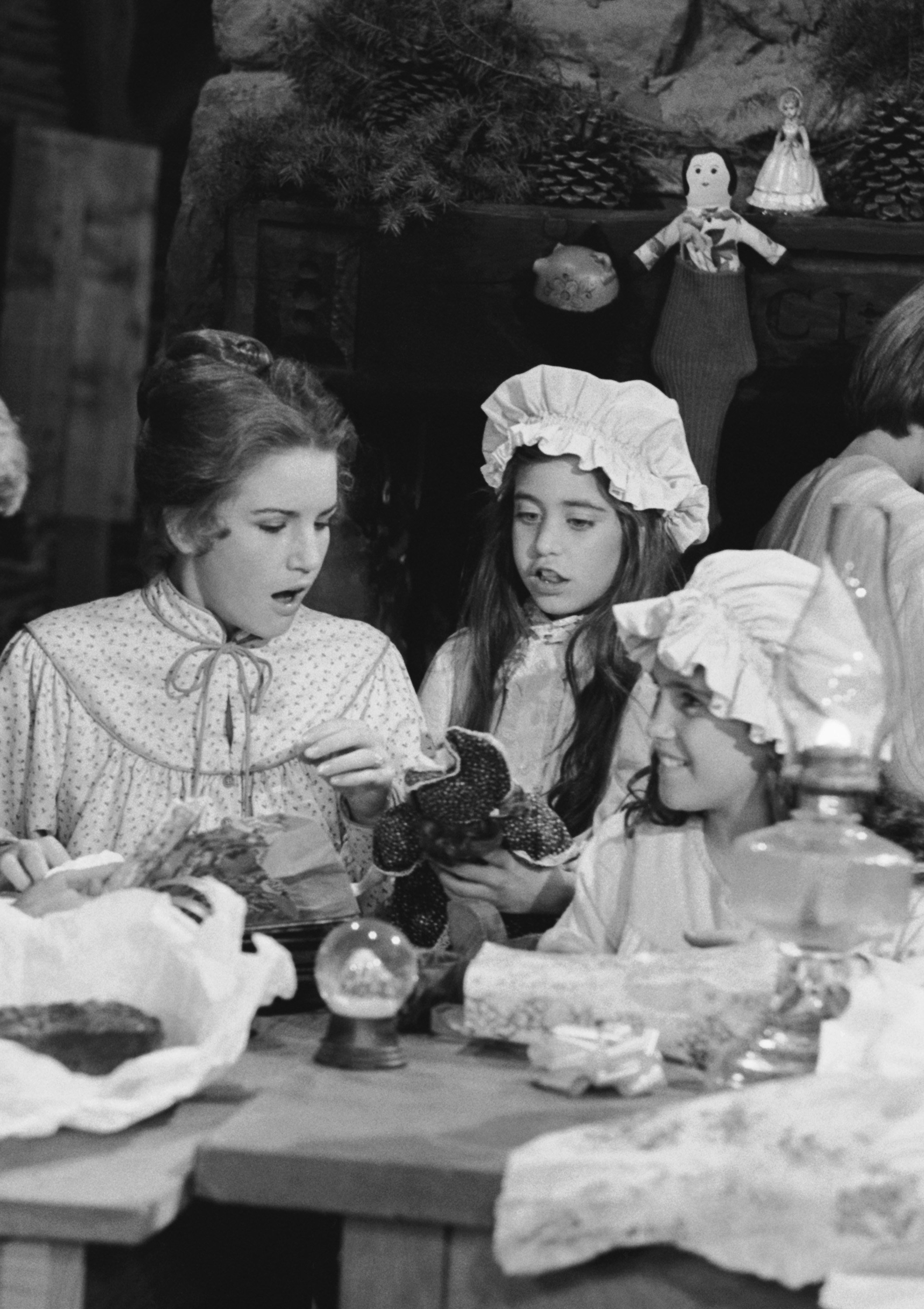 """""""Little House on the Prairie"""" - Episode 11 -- Aired 12/21/81 --  Melissa Gilbert, Melissa Francis, Lindsay/Sidney Greenbush 