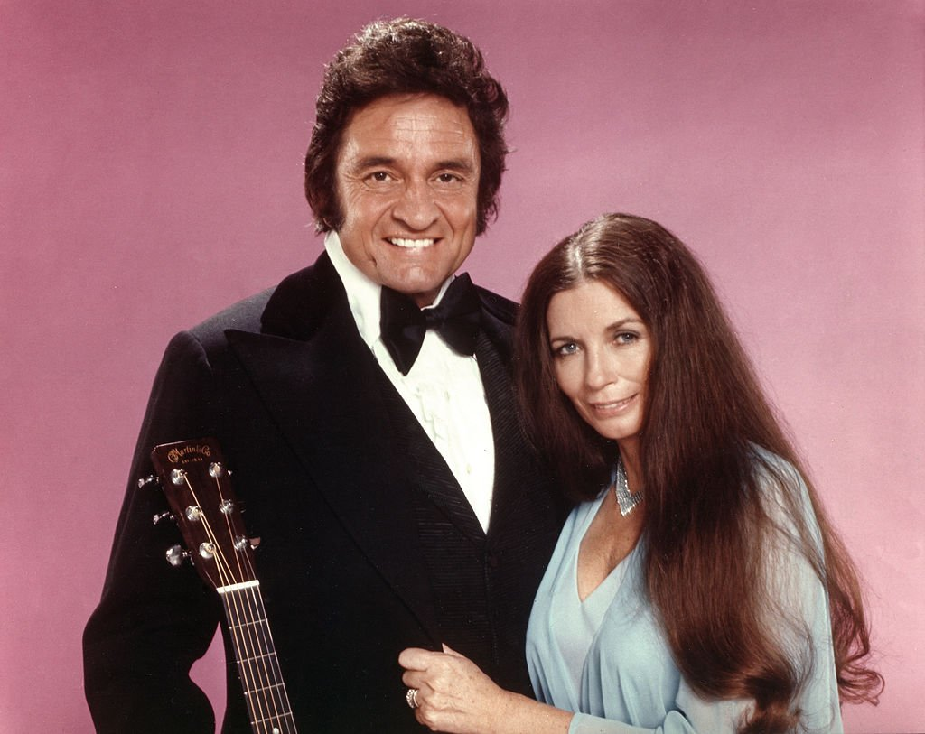 Johnny Cash & June Carter Cash pose for a portrait in circa 1975 | Photo: Getty Images
