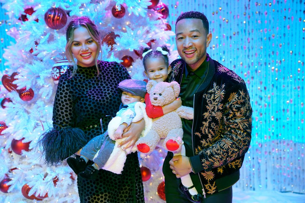 Chrissy Teigen and husband John Legend with their kids Miles and Luna on October 31, 2018 | Photo: Getty Images