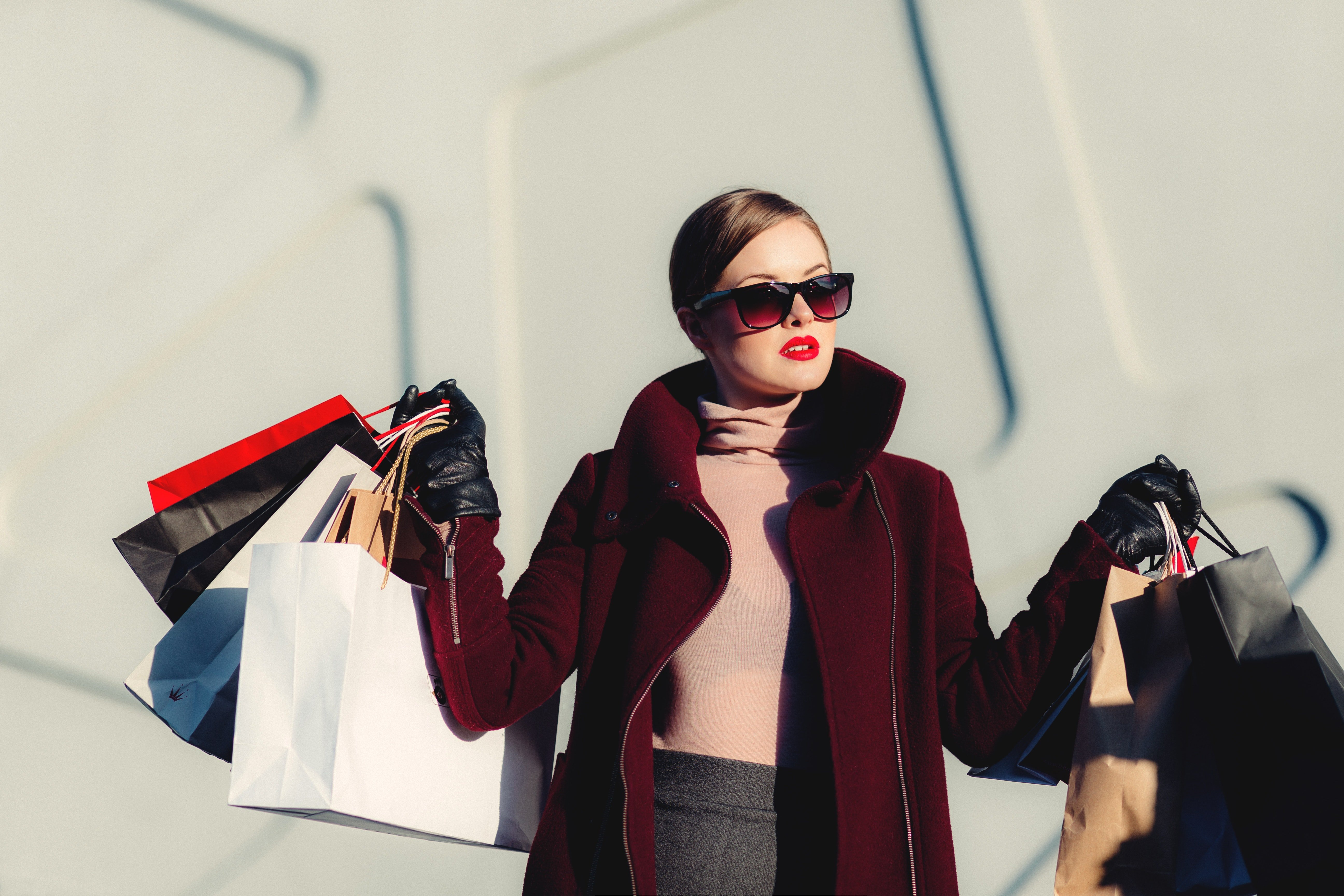 Pictured - A woman holding shopping bags | Source: Pexels