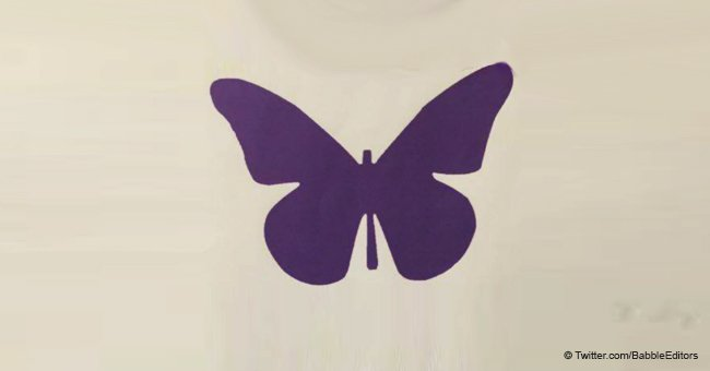 Das bedeutet ein violetter Schmetterling auf der Krippe eines Babys in der Neugeborenenstation