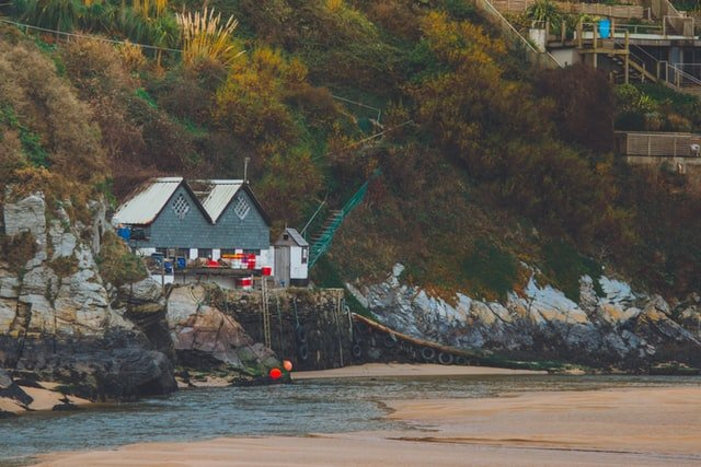 Une maison en bord de mer | Photo : Unsplash