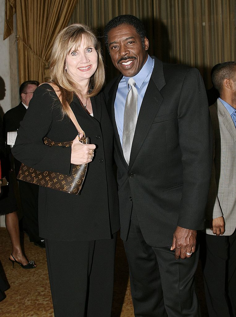 Ernie Hudson and Linda attend the Los Angeles Dream Dinner at the Regeant Beverly Wilshire Hotel on February 28, 2006. | Photo: Getty Images