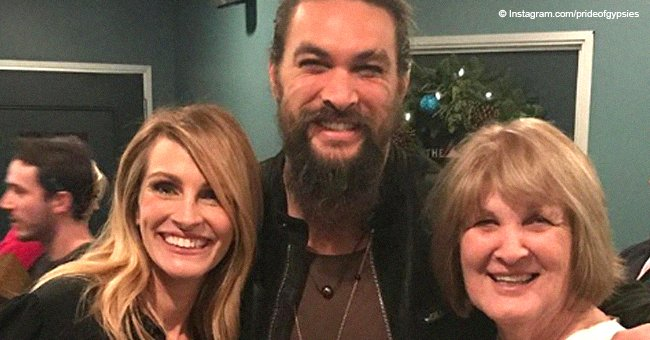 Jason Momoa & his look-alike mom flash identical smiles while posing with Julia Roberts in new pics
