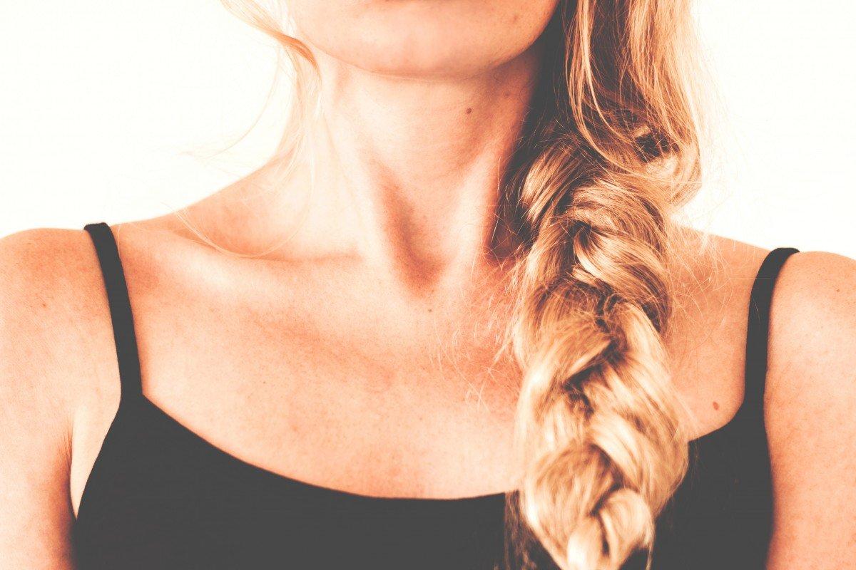 Medio rostro y cuello de mujer. | Imagen: Pixabay