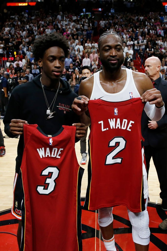 Zaire Wade and his father, Dwyane Wade exchange jerseys at Dwyane's final regular season home game of his career in Miami in April 2019. | Photo: Getty Images