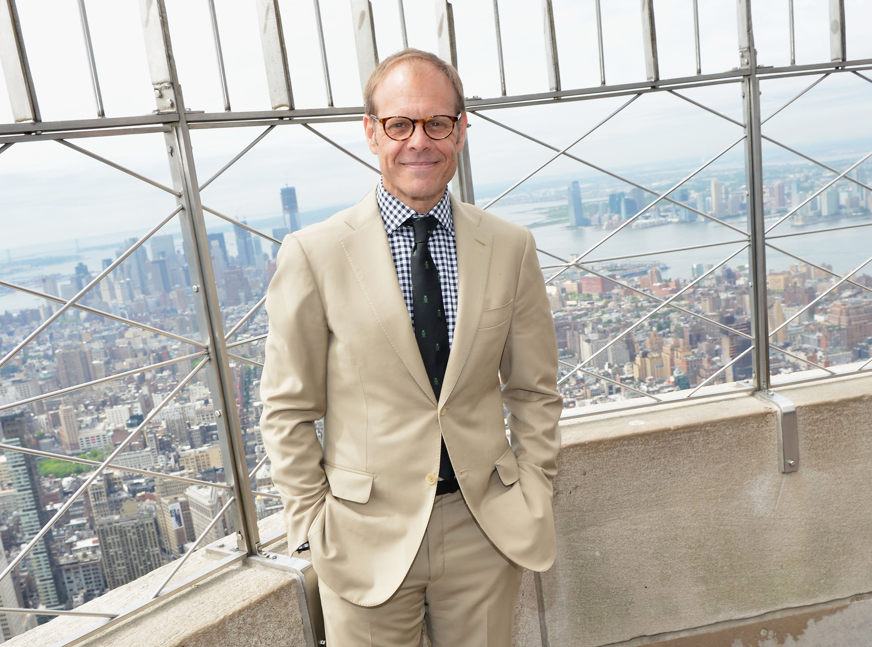 Alton Brown on a high-rise building | Photo: Getty Images