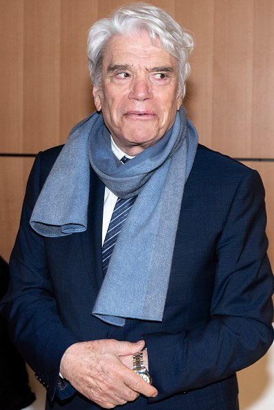 Bernard Tapie lors d'une pause à la Cour de Paris. | Photo : Getty Images