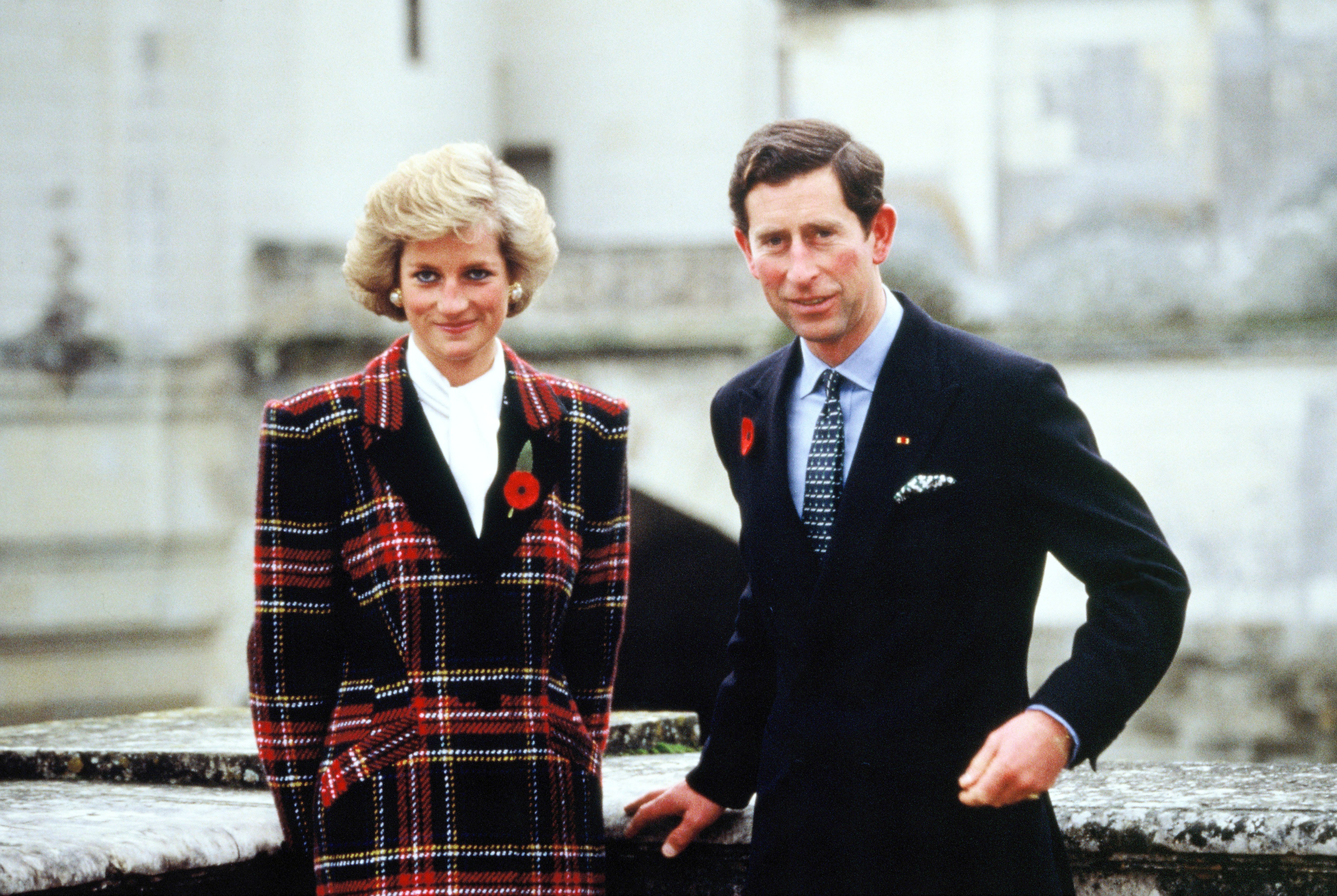 Charles and Diana, Prince and Princess of Wales, pose outside Chateau de Chambord during their official visit to France on November 9, 1988 | Photo: GettyImages