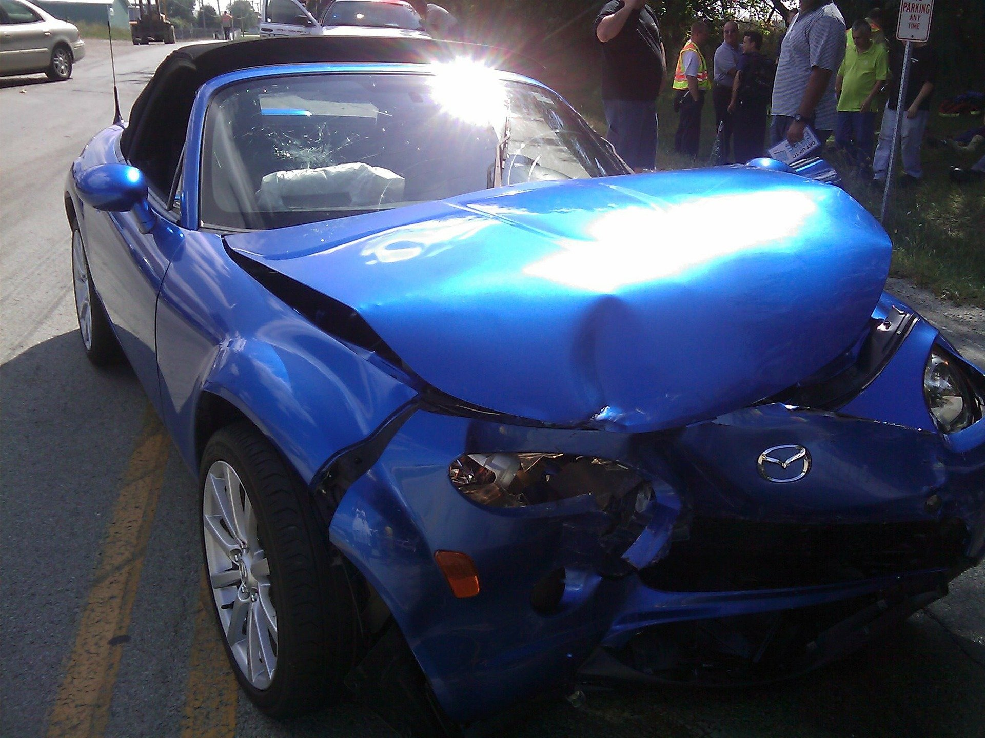 Pictured - A blue smashed vehicle following a car accident | Source: Pixabay
