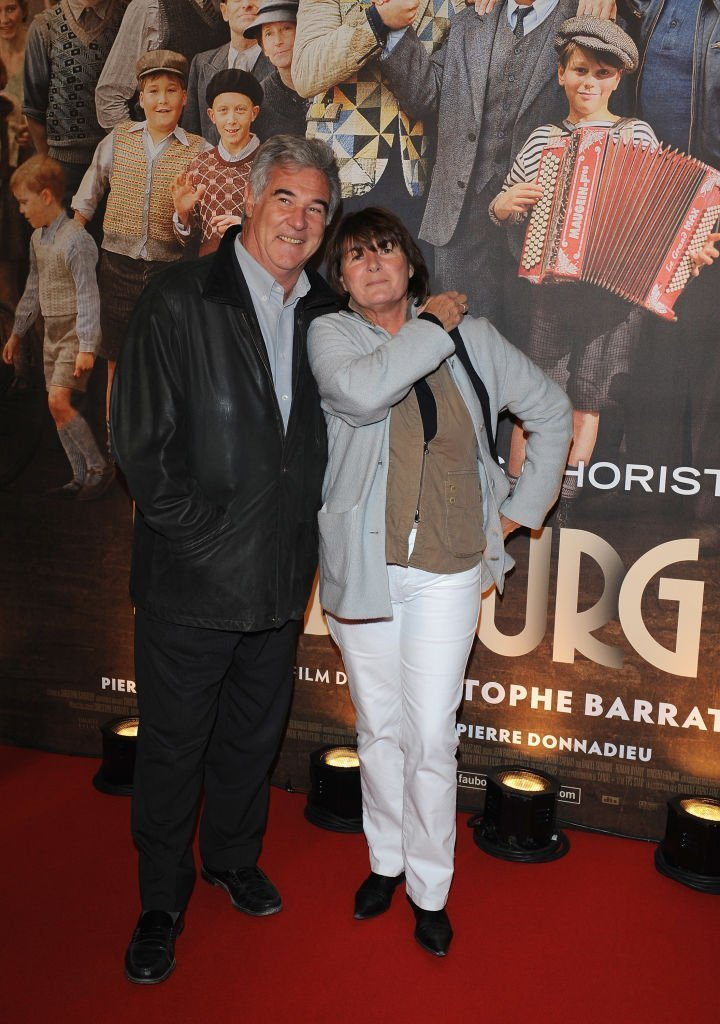 "Georges Pernoud et son épouse assistent à la première du film de Christophe Barratier ""Faubourg 36"" le 22 septembre 2008 à Paris, France. 