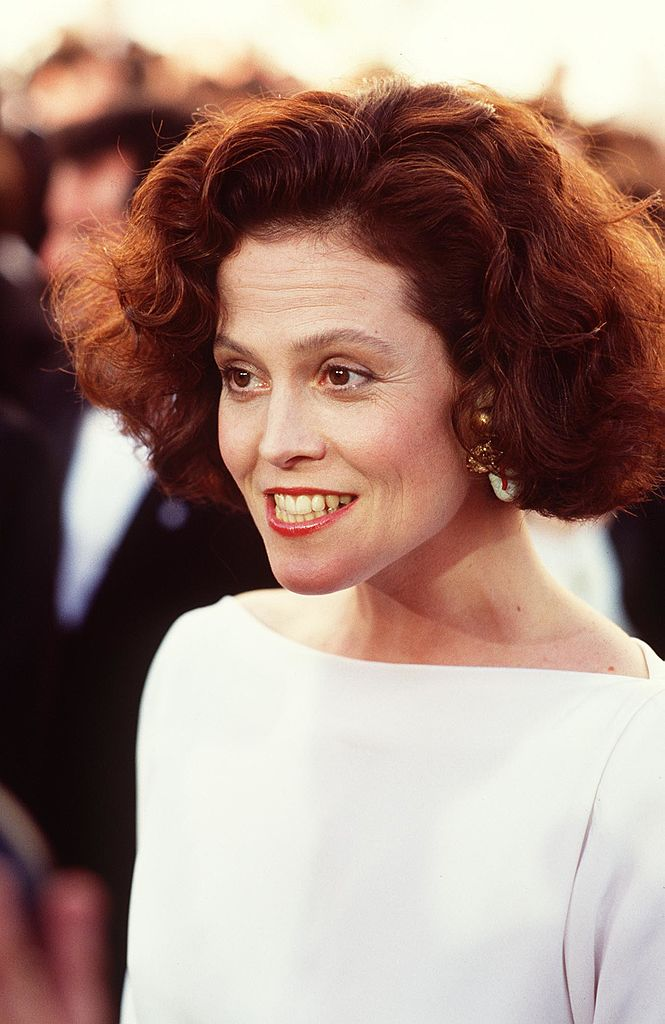 Actress Sigourney Weaver, at the 1989 Academy Awards. | Getty Images
