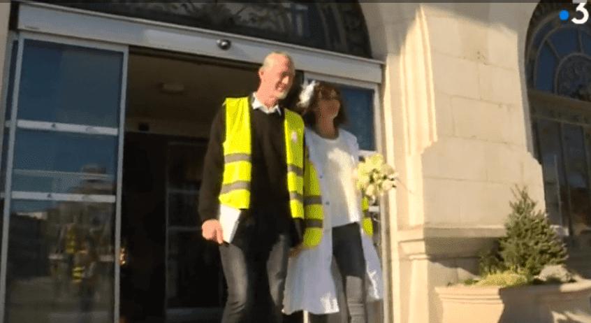 Christel et Ennrick, jeunes mariés sortent de la mairie de Montluçon, le 16 fevrier 2019 | Photo: France 3 Auvergne