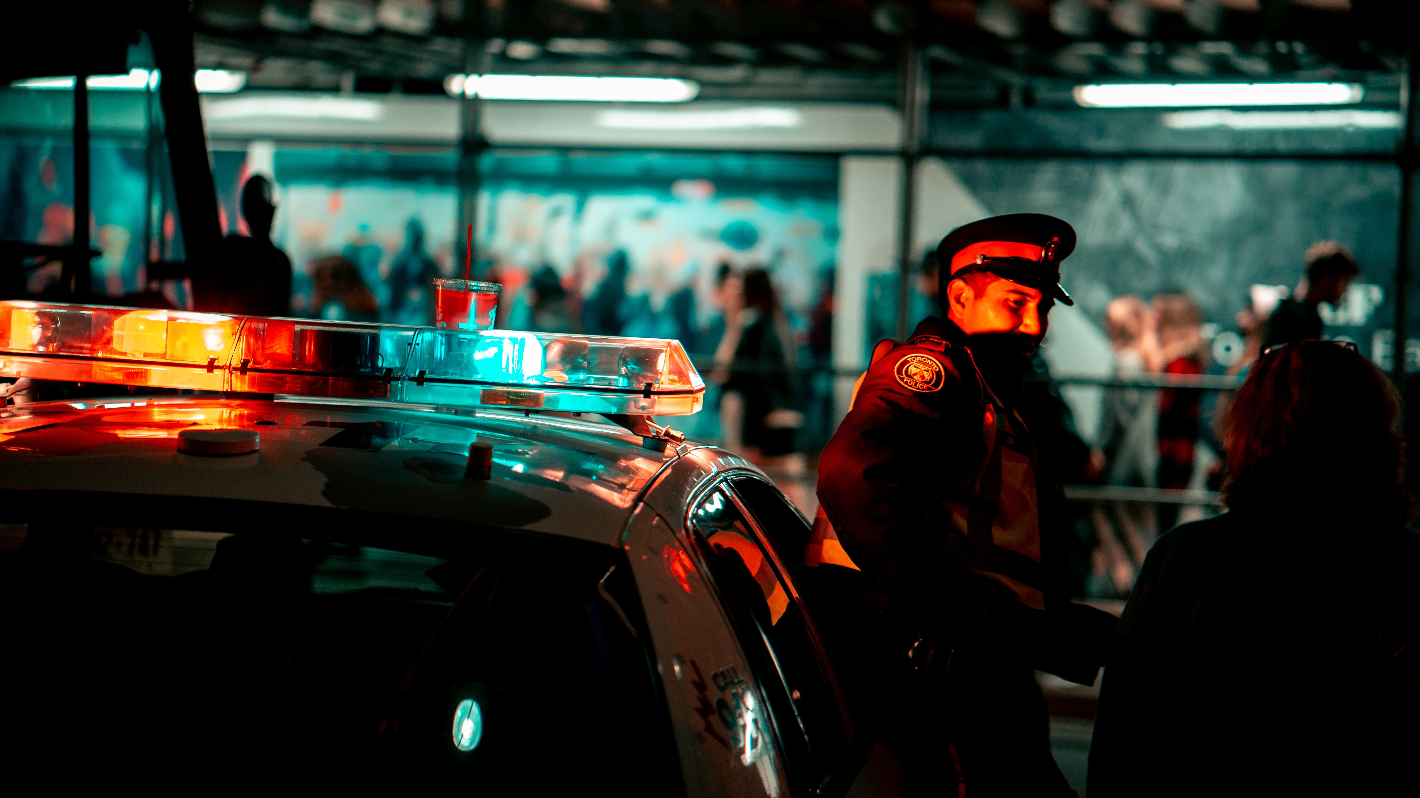 A police officer stands alongside his patrol car | Photo: Pexels/Sunyu Kim